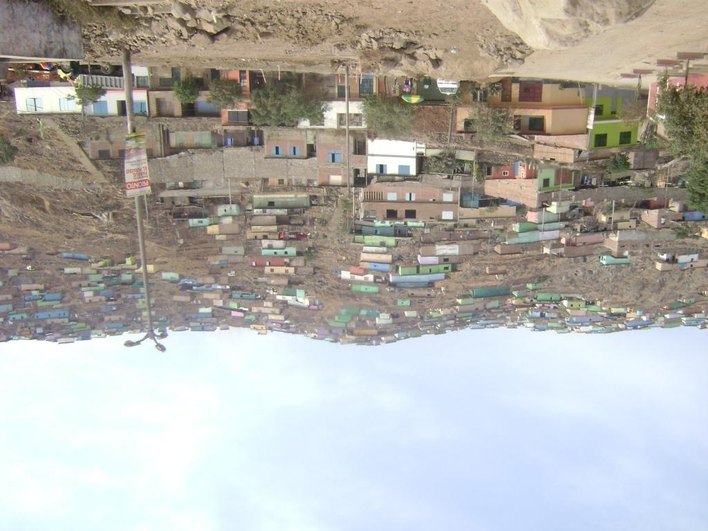 Nuevos Barrios en Quebrada Paraíso-VMT ¿Cómo hacer inversión pública sin alentar la expansión urbana irregular? (Cabrera- Marzo 2013)