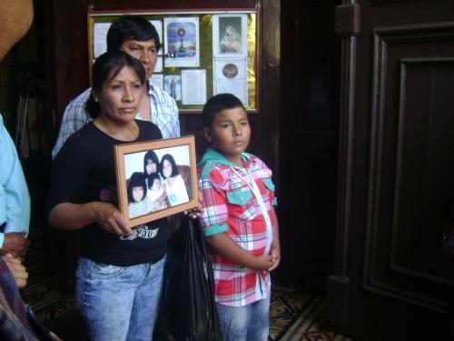 LOS QUE PERMANECEN  Y LOS QUE PARTIERON (FOTO: LAMULA.PE)